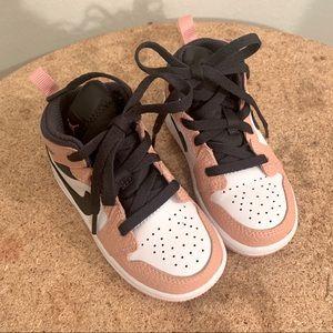 Air Jordan 1 Retro High OG Rust Pink